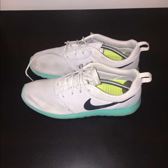 Nike Roshe Run Calypso Size 7.5 Brand New In Box